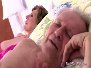 Огромная грудь зрелой дамы возбудила парня на жесткий трах в пизду