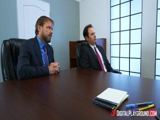 Секретарша соблазнила директора и потрахалась с ним в кабинете на столе