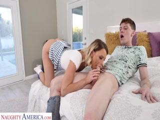Секс видео инцест мамы, сына в спальне дома после работы